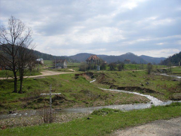 Річка Тишівниця на півдні села Труханів