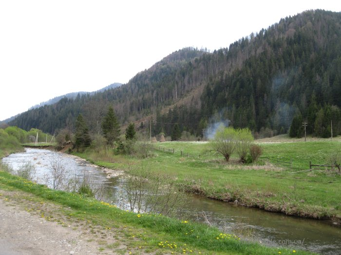 Река Головчанка у склонов горы Маковка