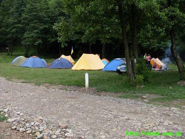 Палаточное местечко туристов. Фестиваль Дикий Мед